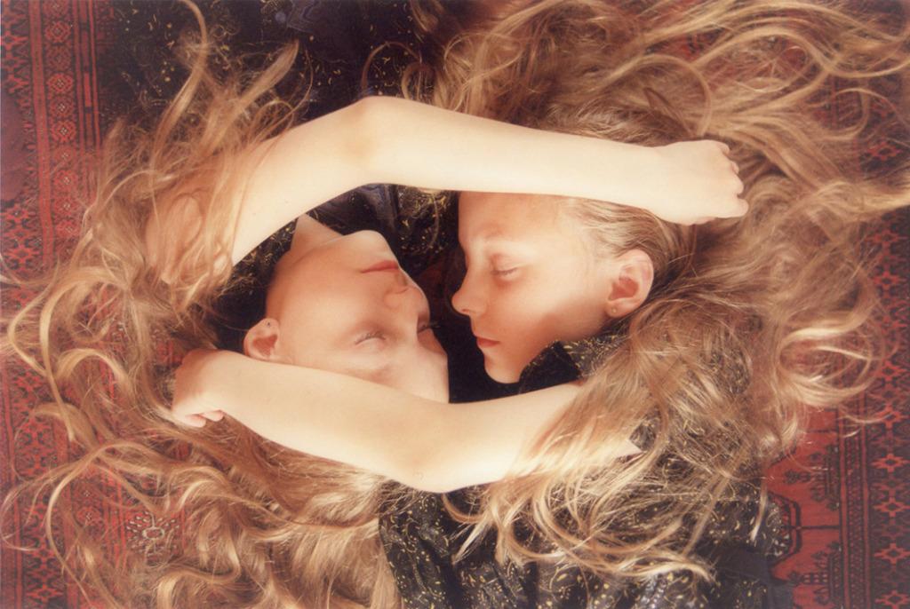 İzlandalı İkizlerin Büyülü Hayatı