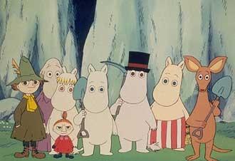 (soldan sağa) Snufkin, Hemulen, Snorkmaiden, Little My, Moomin, Moominpappa, Moominmamma ve Sniff