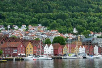 Bryggen-the-old-wharf-of-Bergen-062014-99-0097_800
