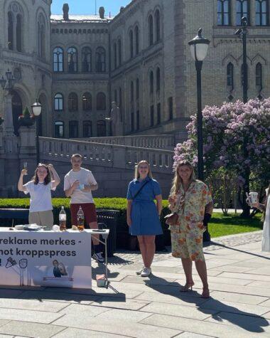 Norveç Rötuşlanmış Fotoğrafların Etiketsiz Kullanımını Yasakladı